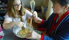 DSCN5764 (1024x768)Laura muffins maken met oma 10-4-2016 (003)
